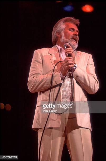 American musician Kenny Rogers performs at the Rosemont Horizon , Rosemont, Illinois, July 10, 1981.