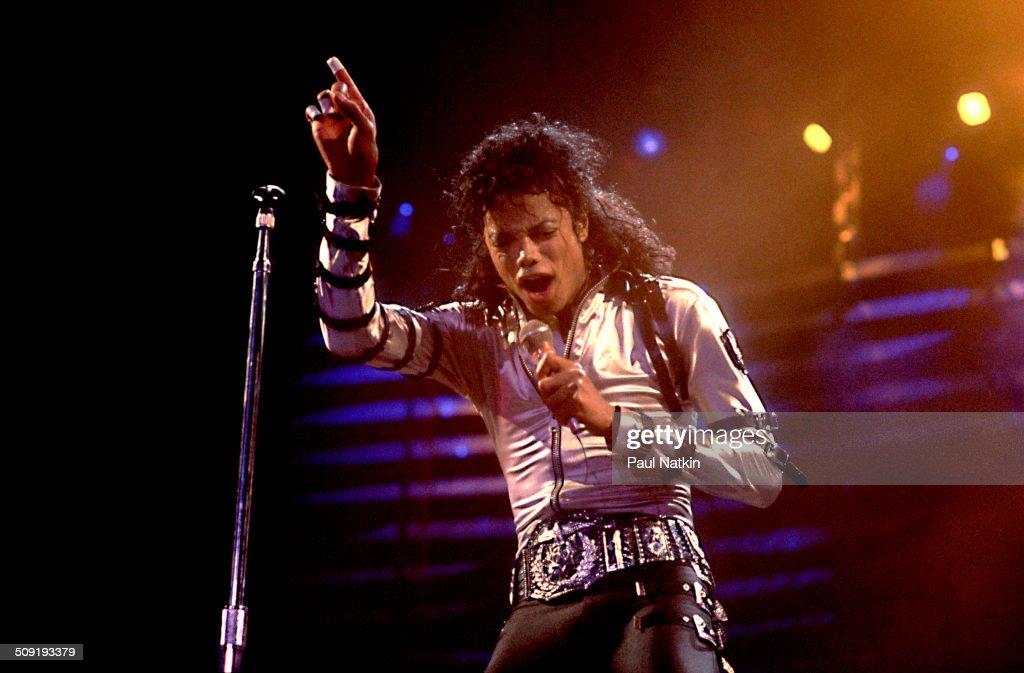 Michael Jackson At The Rosemont Horizon : News Photo