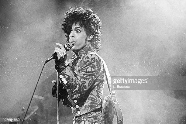 Prince performs in concert circa 1991 in New York City