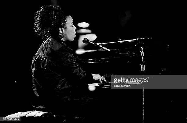 American musician Roberta Flack performs onstage at Madison Square Garden during the Atlantic Records 40th anniversary concert New York New York May...