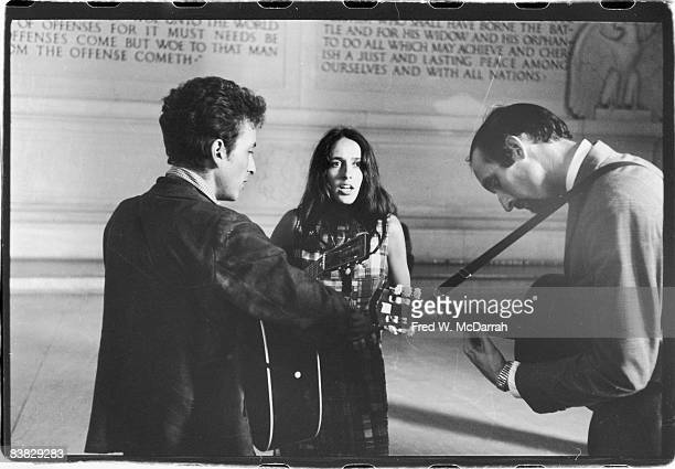 American musicians Bob Dylan Joan Baez and Paul Stookey play together in the Lincoln Memorial Washington DC August 28 1963 The three were there in...
