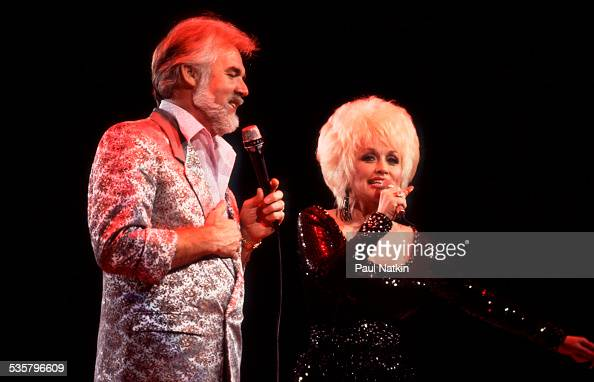 American musicians Kenny Rogers and Dolly Parton perform a ...