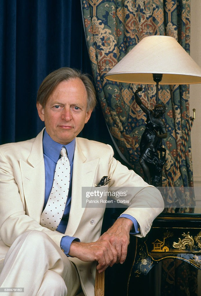 American novelist and journalist Tom Wolfe visits Paris.