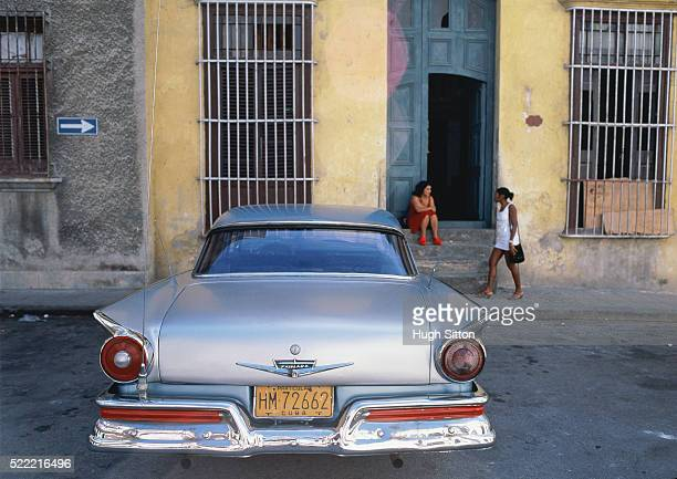 american old-timer in havanna, cuba - hugh sitton stock-fotos und bilder