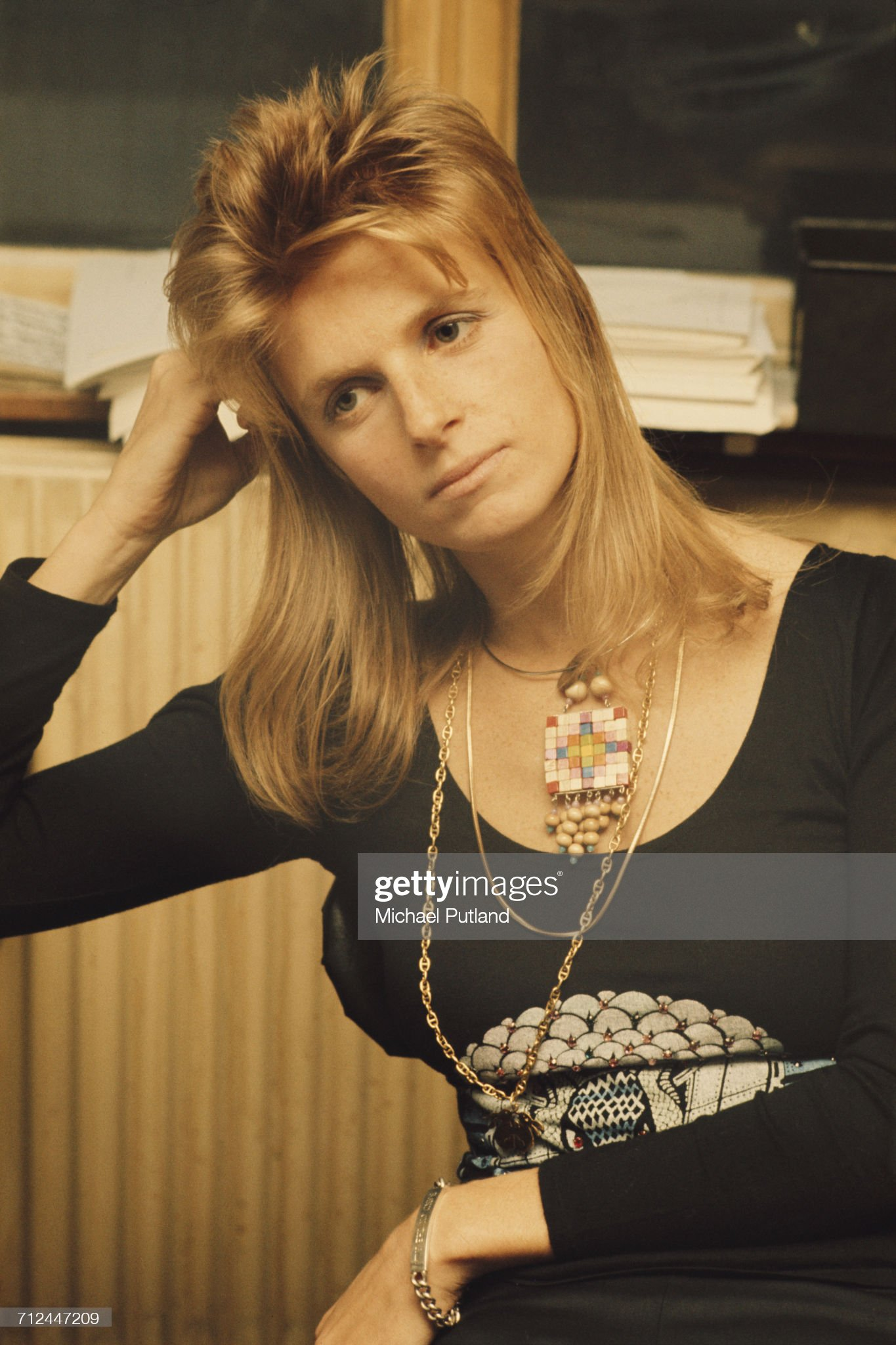 ¿Cuánto mide Linda McCartney? - Altura - Real height American-photographer-and-musician-with-rock-group-wings-linda-in-picture-id712447209?s=2048x2048