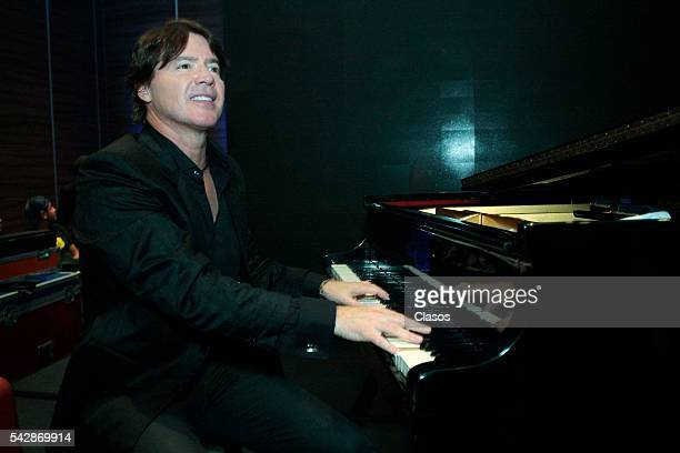 American pianist Arthur Hanlon talks during the presentarion of his new album 'Viajero' on June 14 2016 in Mexico City Mexico
