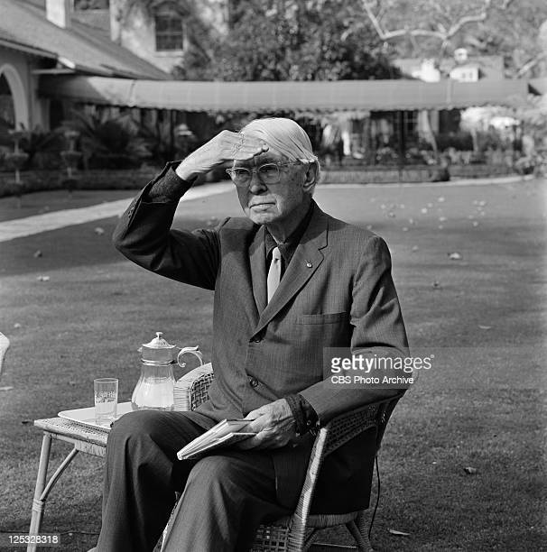 a biography of carl sandburg a poet in america Born in galesburg, illinois, carl sandburg was raised in a  during the spanish- american war, sandburg enlisted in the 6th  in 1914, some of sandburg's  earliest chicago poems appeared in poetry magazine.