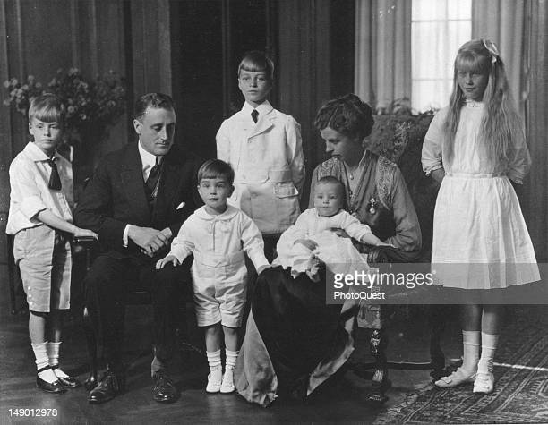 American politician Assistant Secretary of the Navy Franklin D Roosevelt and his wife future First Lady Eleanor Roosevelt pose with their children at...