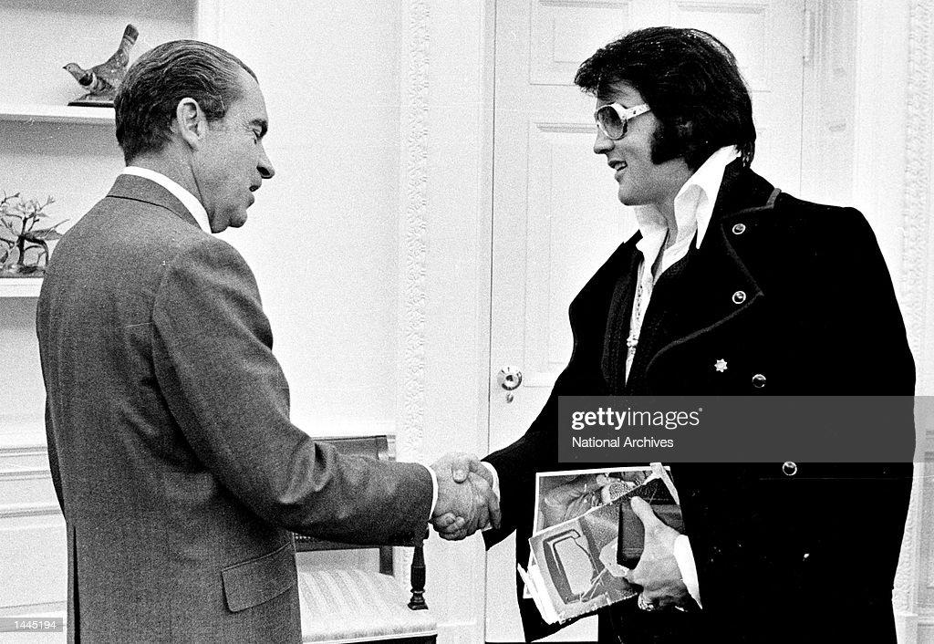 President Richard Nixon Meets Elvis Presley : News Photo