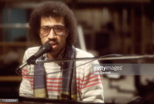 American Pop musician Lionel Richie plays piano as he rehearses on stage at NBC Studios in Rockefeller Center for an appearance on the Saturday Night...
