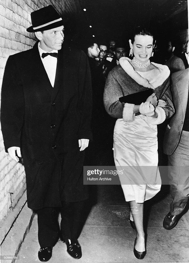 Frank Sinatra & Gloria Vanderbilt : News Photo