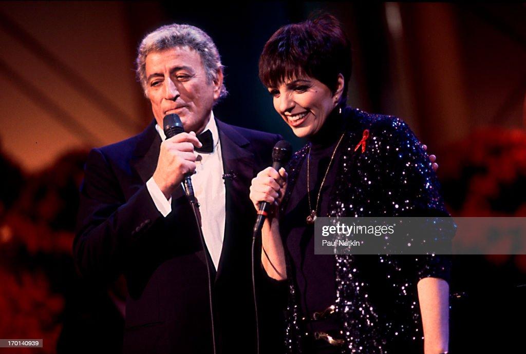 American pop singers Tony Bennett and Liza Minelli perform a