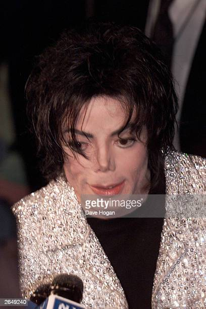 American pop star Michael Jackson attends his 30th anniversary celebration show at Madison Square Gardens on September 10 2001 in New York