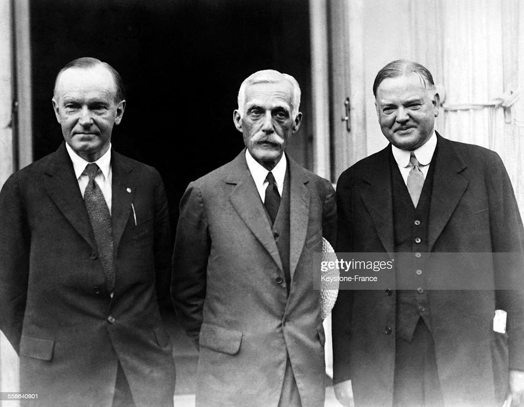 President Calvin Coolidge, Andrew Mellon And Herbert Hoover Meeting At The White House : Fotografía de noticias