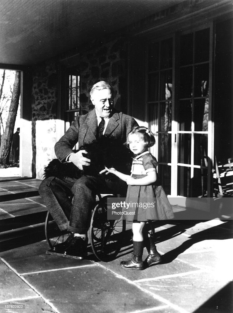 FDR On The Porch : News Photo