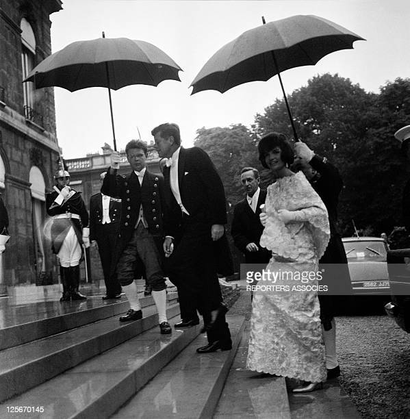 American president John Kennedy and wife Jackie arrive at Elysee Palace to meet French President General de Gaulle on June 2 1960 in Paris France
