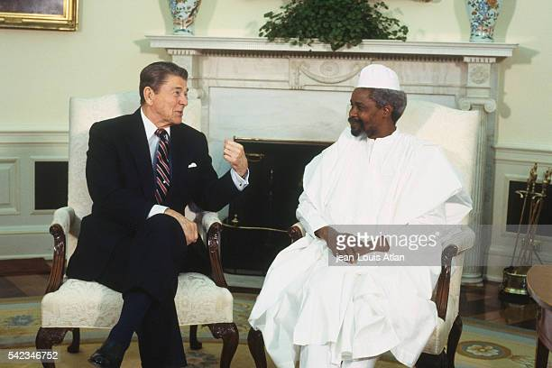 American President Ronald Reagan welcomes the President of Chad, Hissen Habre, to the White House during his official visit to the United States.