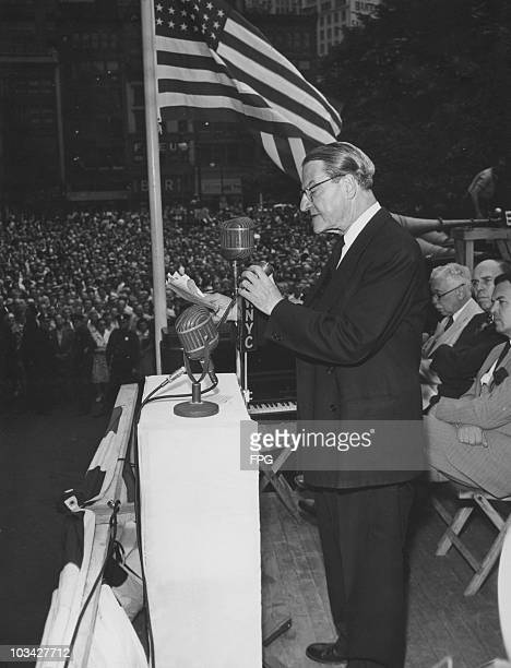 American rabbi Stephen Wise speeks at a jewish rescue program rally held at Madison Square Park, New York City in 1944.