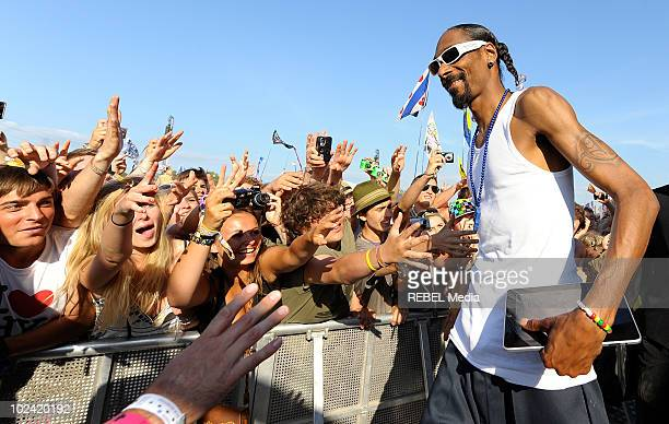 American rapper Snoop Dogg greets his fans while holding an ipad in the left hand at the music festival at Worthy Farm on June 25 2010 in Glastonbury...