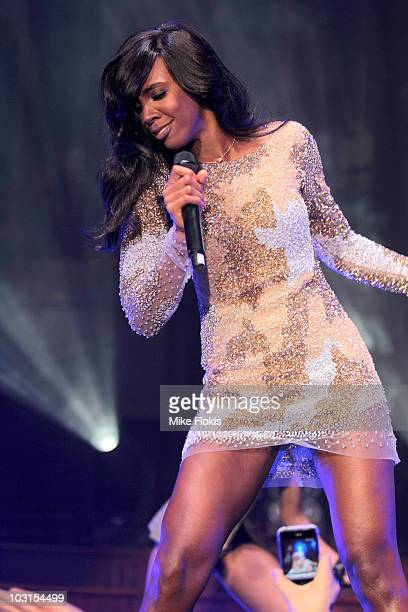 American RB artist Kelly Rowland performs at Town Hall to promote the release of the iPhone 4 for Optus on July 30 2010 in Sydney Australia The...