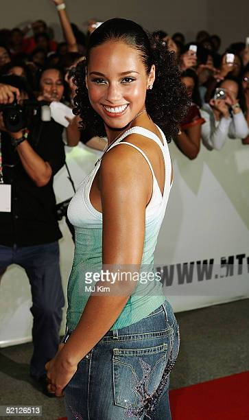 BANGKOK THAILAND FEBRUARY 3 American RB pop singer Alicia Keys arrives at MTV Asia Aid at the IMPACT Arena on February 3 2005 in Bangkok Thailand The...