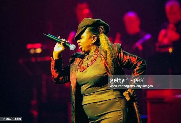 American RB singer Betty Wright performs onstage during the 2001 Rhythm Blues Foundation Pioneer Awards at the Apollo Theater in Harlem New York New...