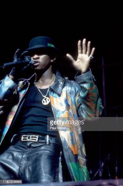 American R&B singer Usher performs onstage at the Rosemont Horizon, Rosemont, Illinois, July 15, 1998.