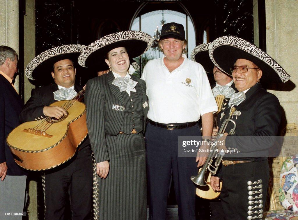 Trump & Mariachi Band At Mar-A-Lago : News Photo