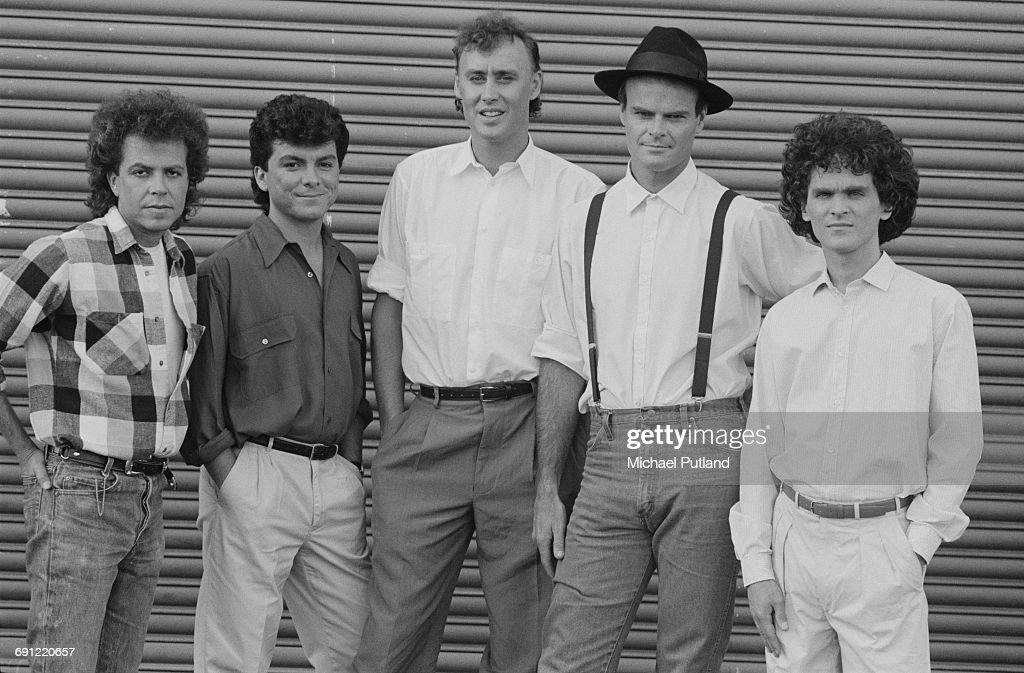 American rock group Bruce Hornsby and The Range, 1986. Left to right: guitarist George Marinelli, bassist Joe Puerta, singer and keyboard player Bruce Hornsby, drummer John Molo and guitarist David Mansfield.