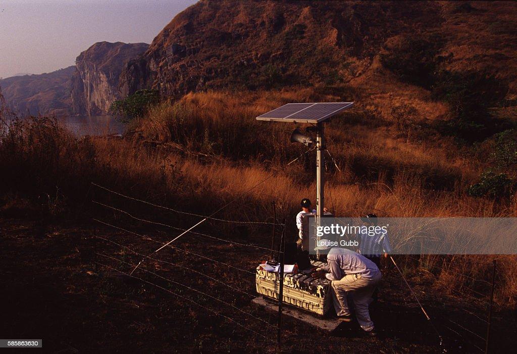 Scientists Set Up Carbon Dioxide Detectors : News Photo