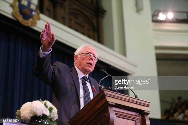 TORONTO ON OCTOBER 29 American Senator Bernie Sanders talks at Convocation Hall to talk about Canadian healthcare at the University of Toronto in...