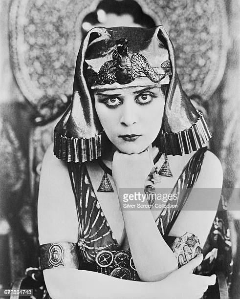 American silent film actress Theda Bara as the Egyptian queen in the silent film 'Cleopatra' directed by J Gordon Edwards 1917