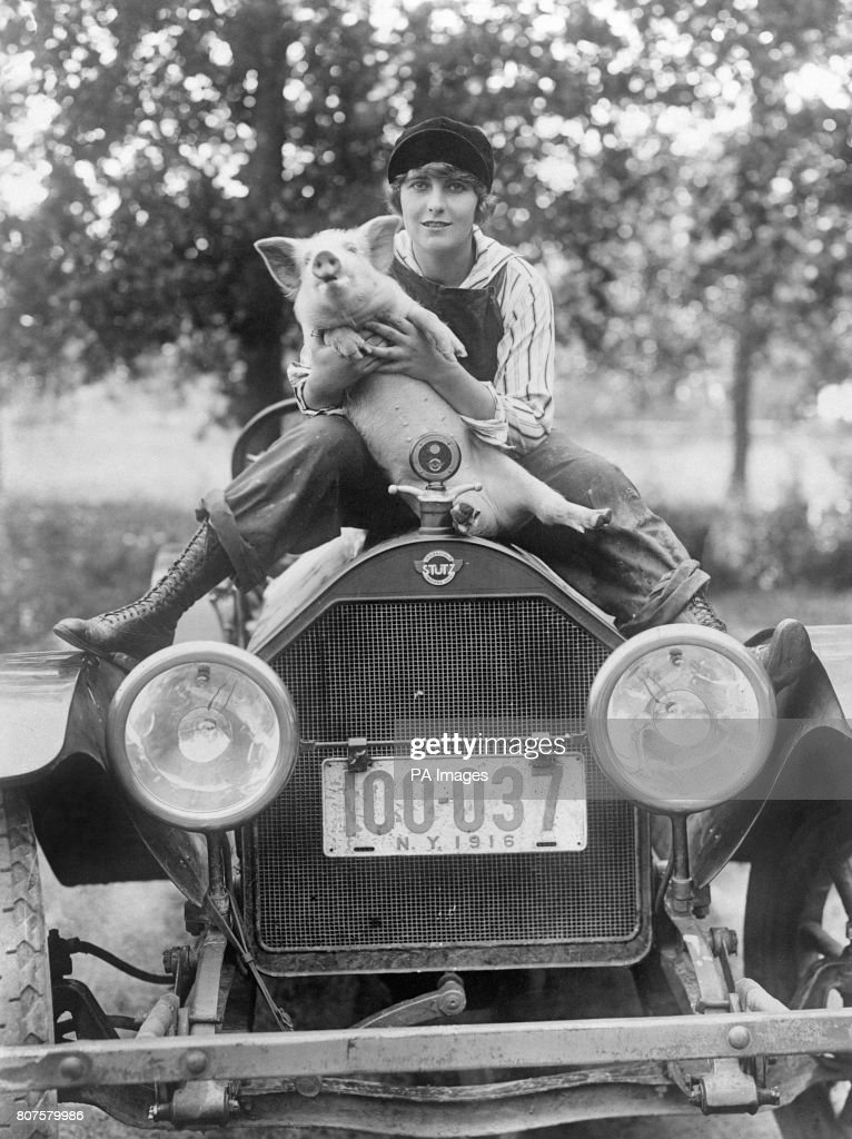 """American silent film star Pearl White during the filming of """"Pearl ..."""