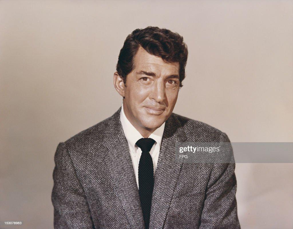 American singer, actor and comedian Dean Martin (1917 - 1995), circa 1960.