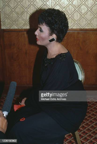 American singer, actress and civil rights activist Lena Horne attends the 37th Annual Tony Awards, held at the Gershwin Theater in New York City, New...
