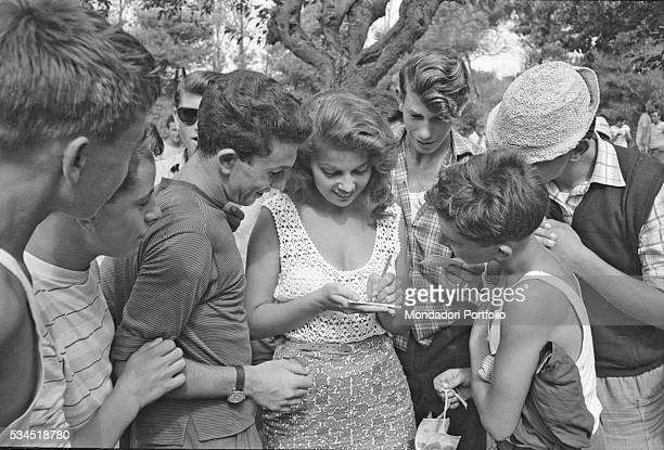 American singer and actress Abbe Lane signing autographs at the 19th Venice International Film Festival. Venice, August 1958