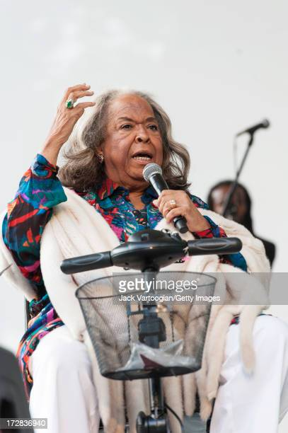 American singer and actress Della Reese performs at a tribute to gospel singer Mahalia Jackson at Central Park SummerStage New York New York June 22...