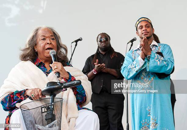 American singer and actress Della Reese performs with gospel singer and Hebrew teacher Joshua Nelson and the Kosher Gospel Singers at a tribute to...