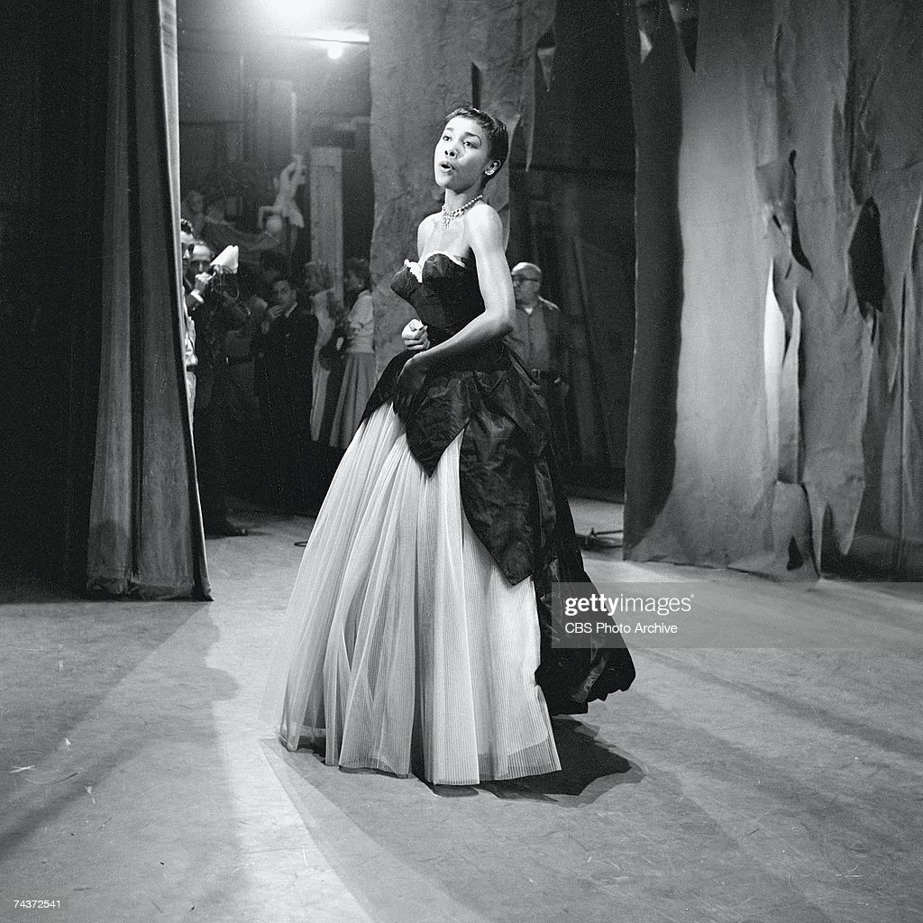 American singer and actress Dianhann Carroll performs in a strapless evening gown on an episode of 'The Red Skelton Show,' September 21, 1954.