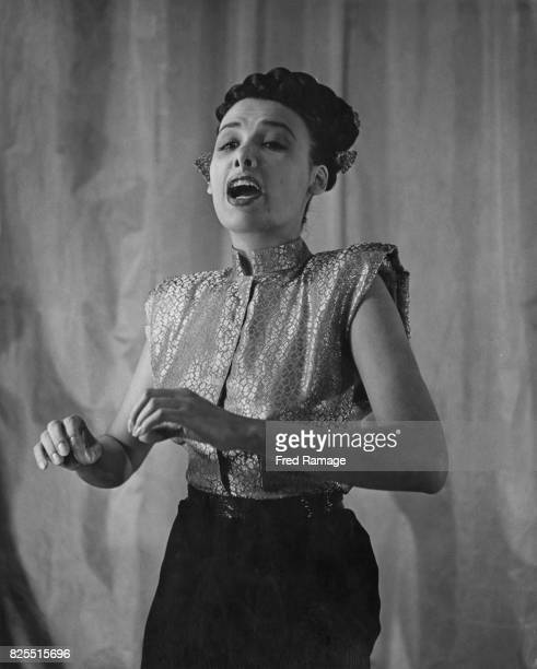 American singer and actress Lena Horne in performance, 10th November 1947.