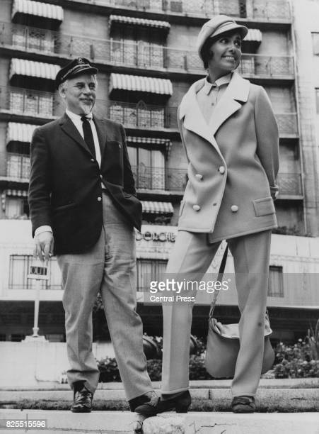 American singer and actress Lena Horne outside the Dorchester Hotel in London with her husband, composer Lennie Hayton , 8th September 1964. She has...