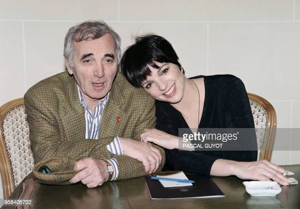 American singer and actress Liza Minelli and French singer Charles Aznavour give a press conference prior to their show at the Zenith to benefit AIDS...
