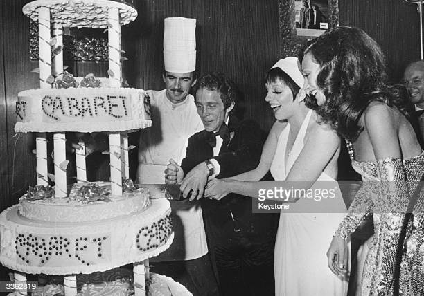 American singer and actress Liza Minnelli cutting the cake at the premiere of Cy Feuer's film 'Cabaret' in which she stars