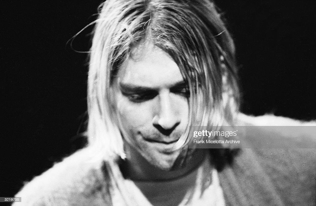 Kurt Cobain On 'MTV Unplugged' : News Photo
