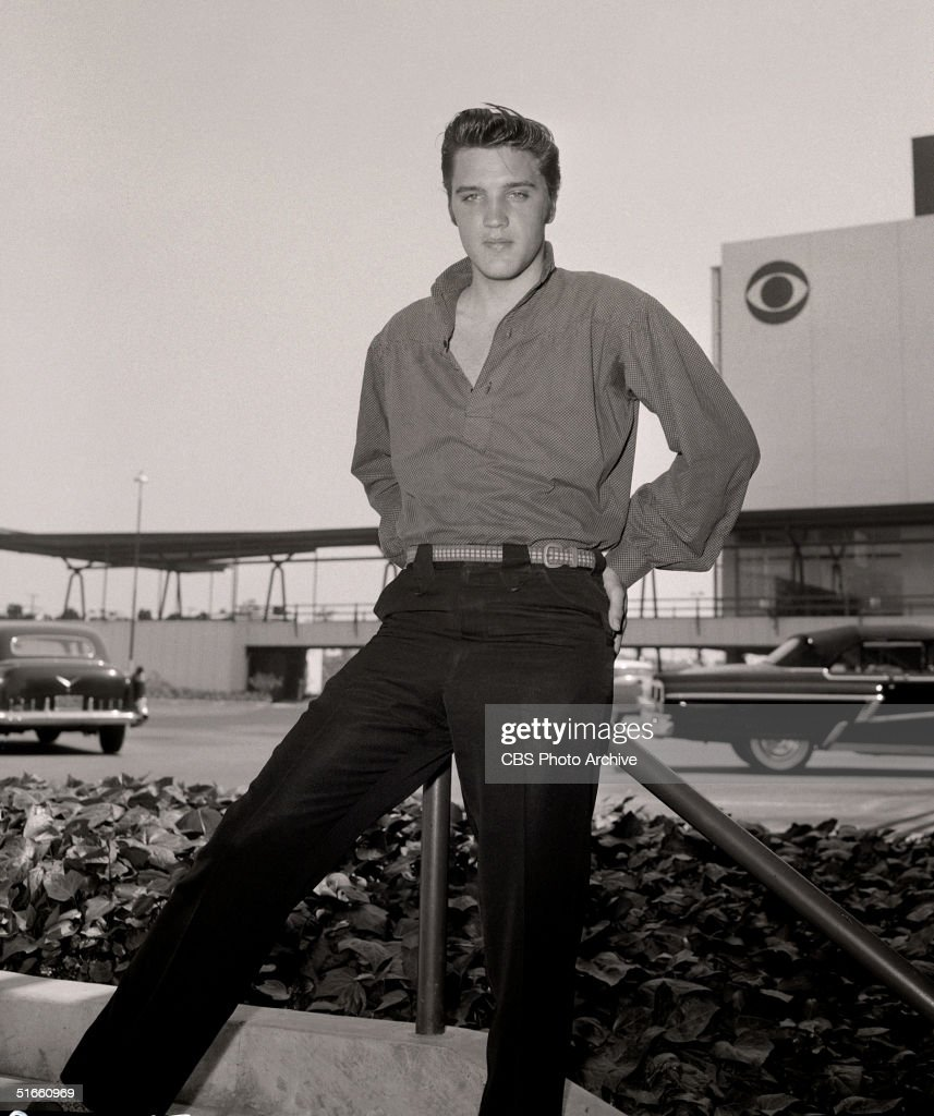 First Appearance By Elvis On Ed Sullivan Show Photos And Images  # Pose Television En Bois