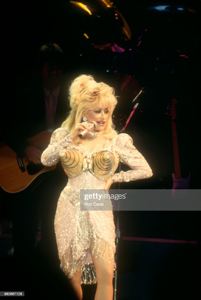 american-singer-and-songwriter-dolly-par