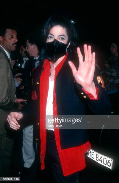 American singer and songwriter Michael Jackson wears a black mask as he waves to photographers before the 1996 World Music Awards on May 7 1996 at...
