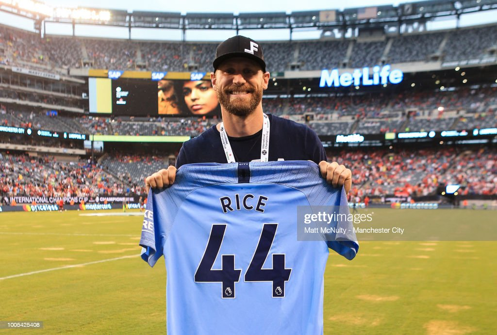 American Singer Chase Rice Poses With A Manchester City