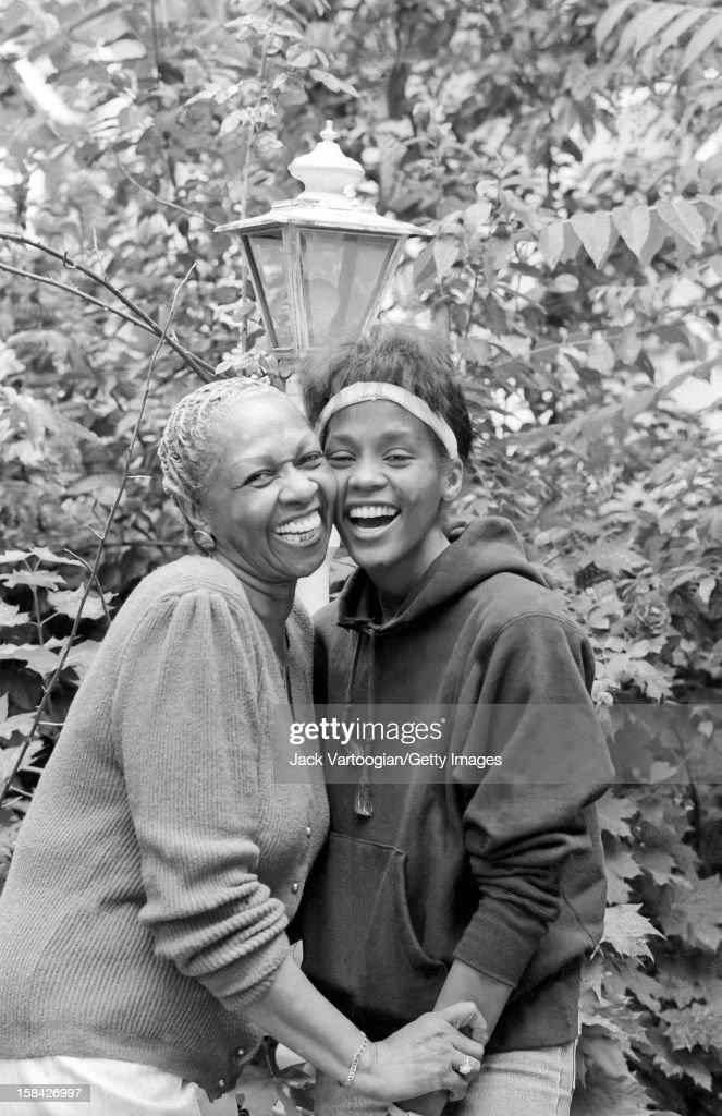 Portrait Of Cissy & Whitney Houston : News Photo