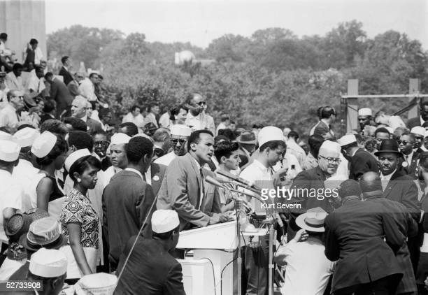 American singer Harry Belafonte addresses the crowds at the Lincoln Memorial during March on Washington for Jobs and Freedom, Washington DC, 28th...
